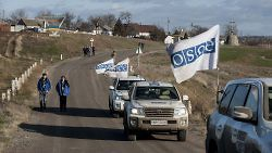 Monitors of the OSCE Special Monitoring Mission to Ukraine conduct a foot patrol in Pavlopil, December 8, 2015. (OSCE/Evgeniy Maloletka)